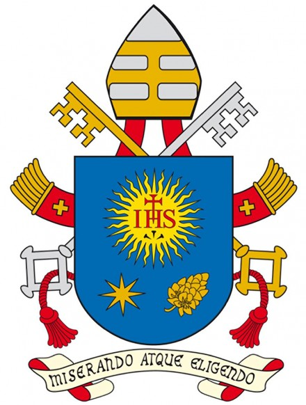 Papal Coat of arms adjusted.